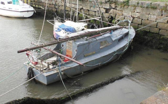S1090005 grey yacht