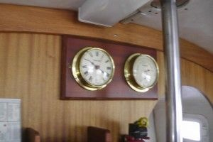 S2310012 clock and barometer