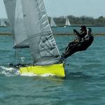 yeloo9w skiff